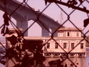 casa sotto il ponte